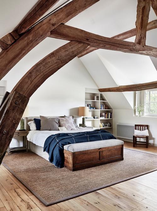 سرویس اتاق خواب با کفپوش چوبی و موکت مدل ساده پرزدار قهوه ای