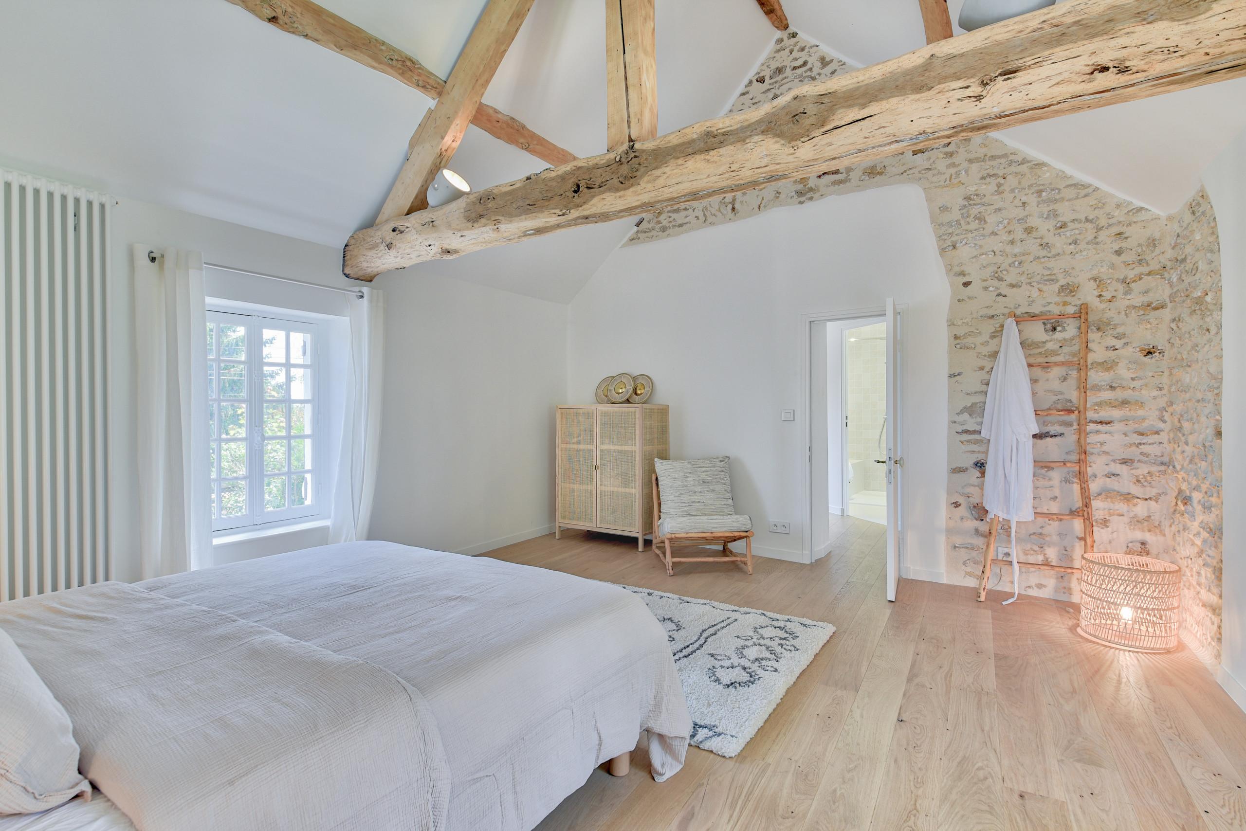Rénovation d'un corps de ferme de 365 m2 - La chambre Master