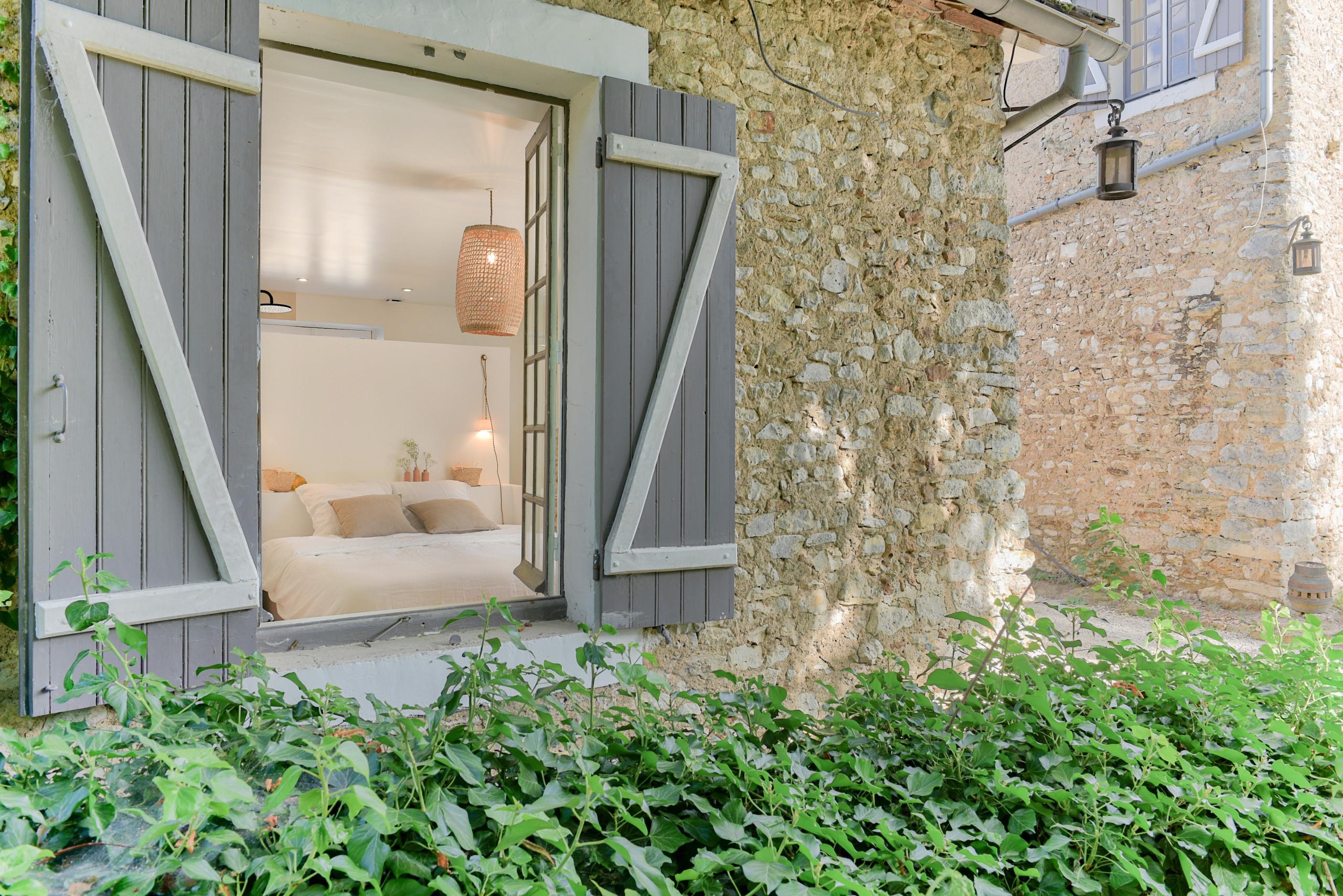 Rénovation d'un corps de ferme de 365 m2 - Suite Parentale Petite Maison
