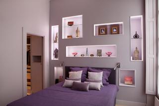 Chambre avec un mur violet et un sol en bois clair : Photos ...