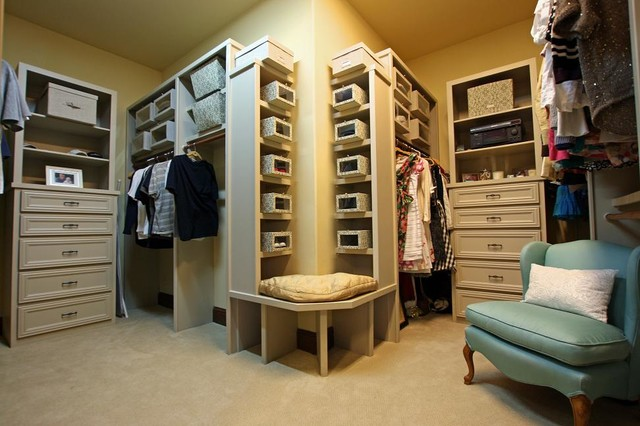104 Shore Oaks Ct traditional-closet