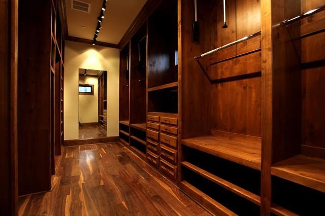 Liberty Bell traditional-closet