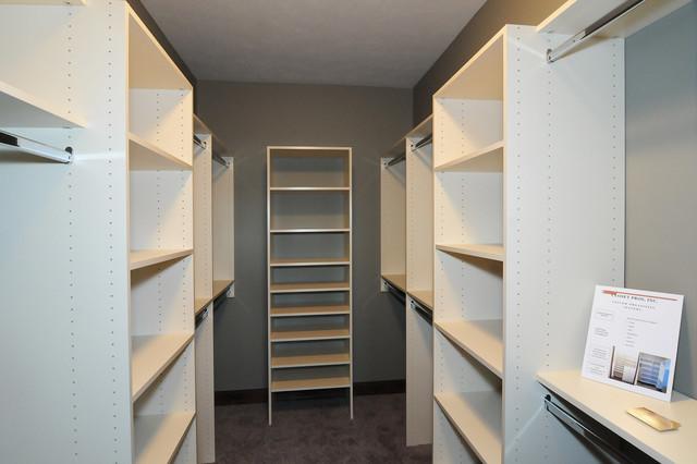 8405 S Quiet Oak Circle Sioux Falls SD Vida De La Confianza Transitional  Closet