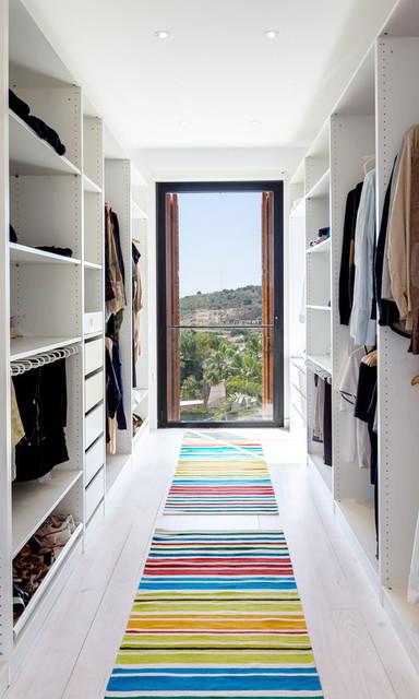 A House by 08023 Architects - Barcelona modern-closet