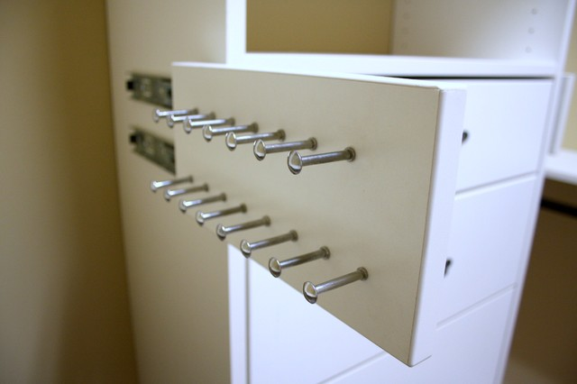 Accessories contemporary-closet