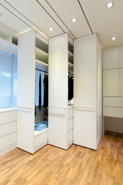 Apartment at woollerton park singapore for Apartment wardrobe design