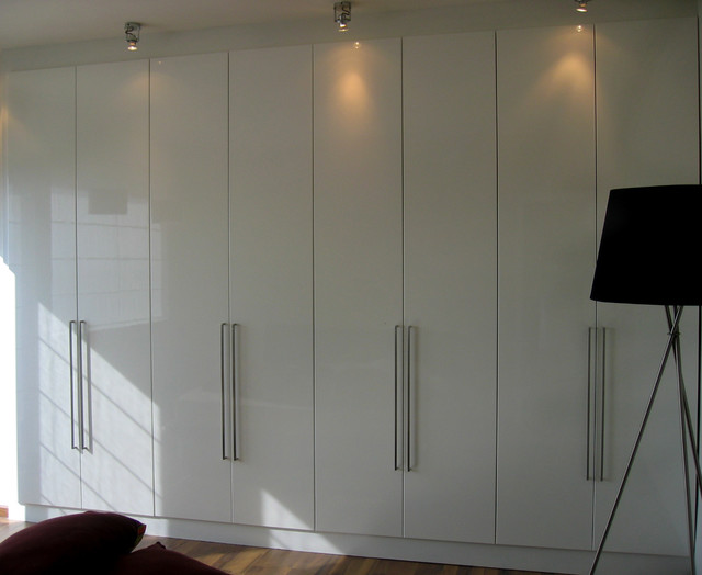 Merveilleux Example Of A Minimalist Closet Design In Other