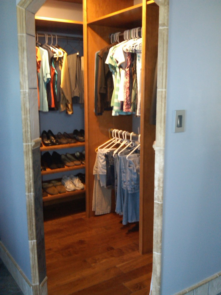 Example of a classic closet design in Indianapolis