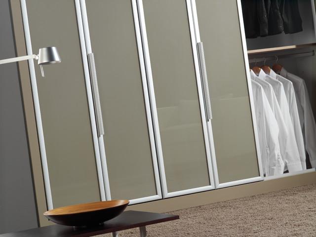 Bifold doors traditional-closet