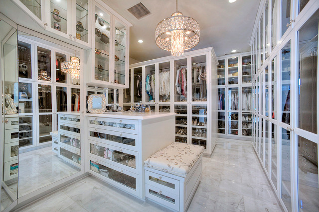 Bright Paradise Valley Home traditional-closet