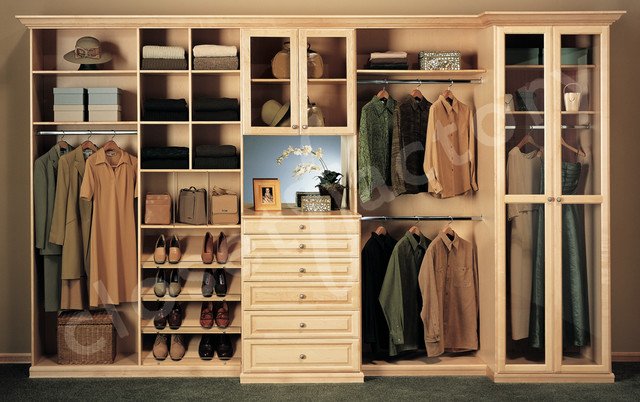 Brochure photos traditional closet