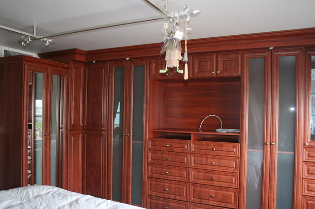 Delicieux Inspiration For A Mid Sized Timeless Menu0027s Ceramic Floor Walk In Closet  Remodel In