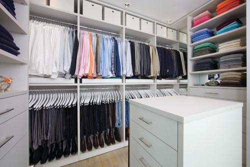 walk in closet organizado espcialmente para un hombre