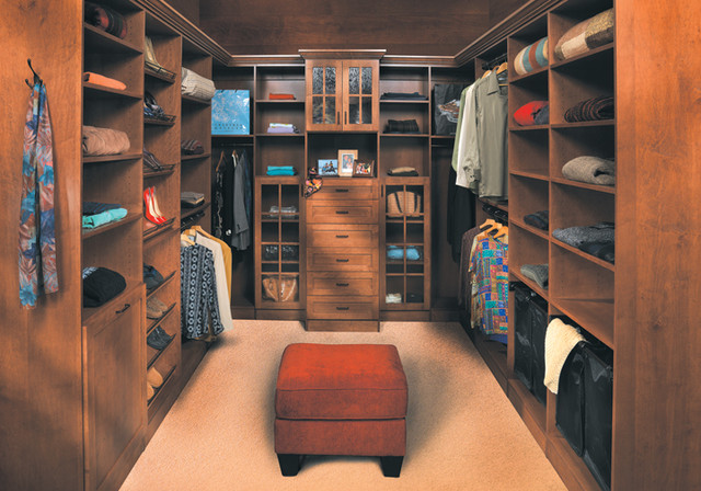 Canyon Creek - Walk-In Closet in Jackson/Maple/Kona traditional-closet