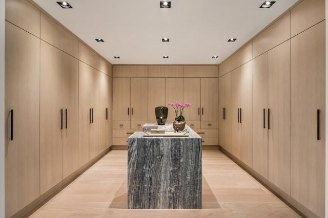 Cabina Armadio Nel York : Chelsea loft apartment contemporaneo armadio new york di