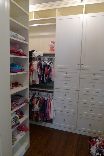 Child's bedroom traditional-closet