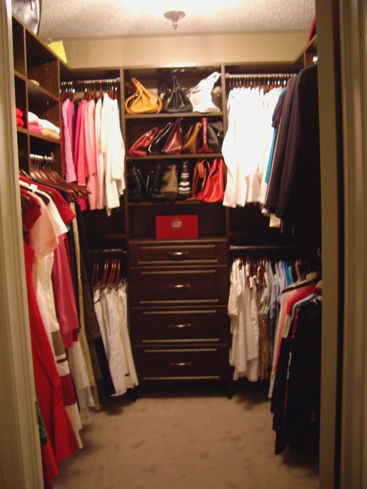 Example of a classic closet design in Toronto