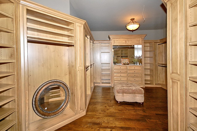 Cliffs Glassy Mountain home traditional-closet
