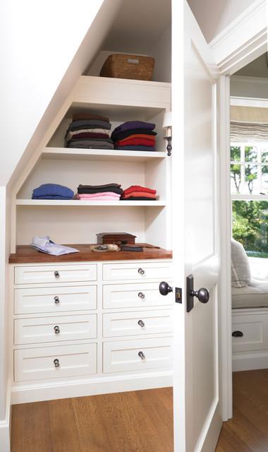 Closet 1 traditional-closet