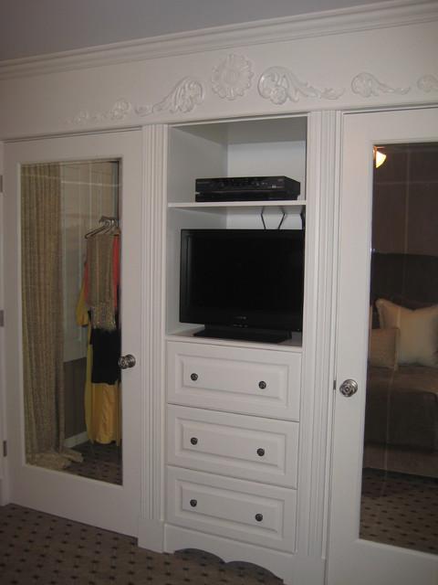 Closet traditional-closet