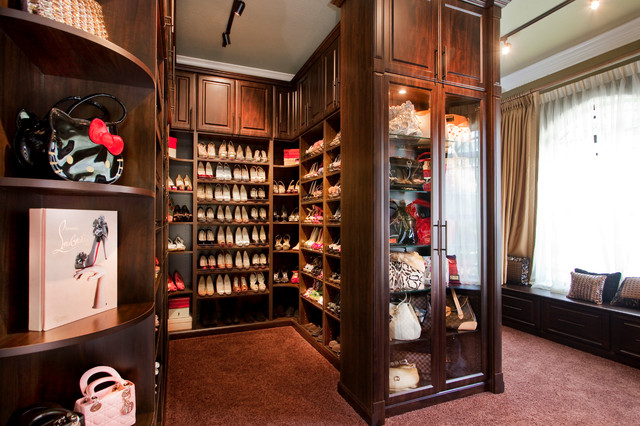 Beau Example Of A Large Classic Womenu0027s Carpeted Walk In Closet Design In Tampa  With Glass