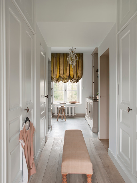 Country House Bruges traditional-closet