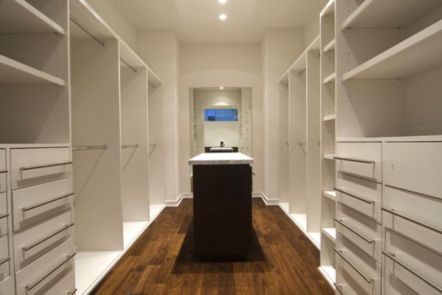 Minimalist Closet Photo In Houston