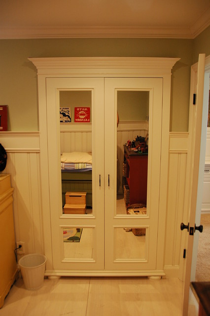 Custom building traditional closet los angeles by for Custom closet doors los angeles