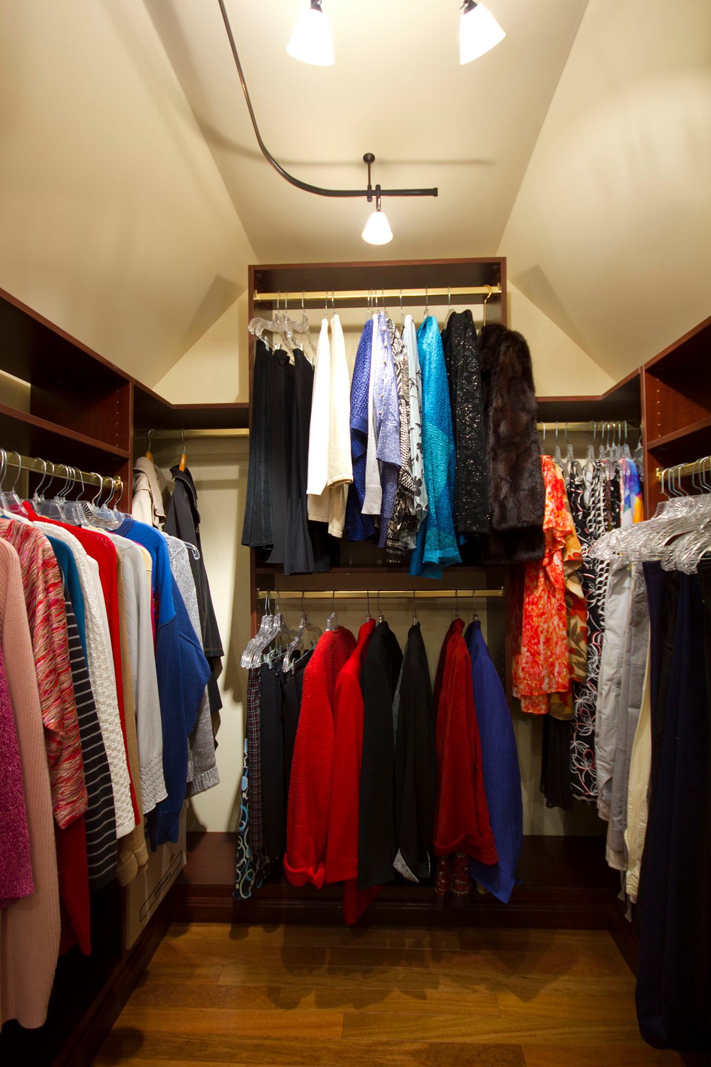 Custom Walk-In Closet in Shiraz