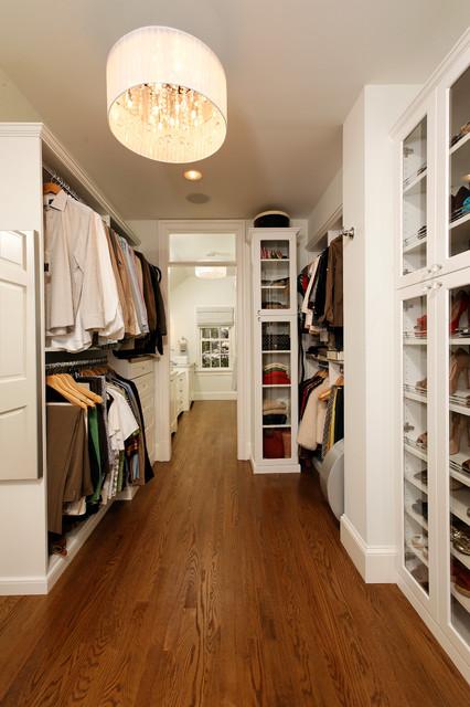 Deluxe in Alexandria traditional-closet