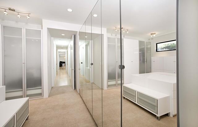 dressing room contemporary-closet