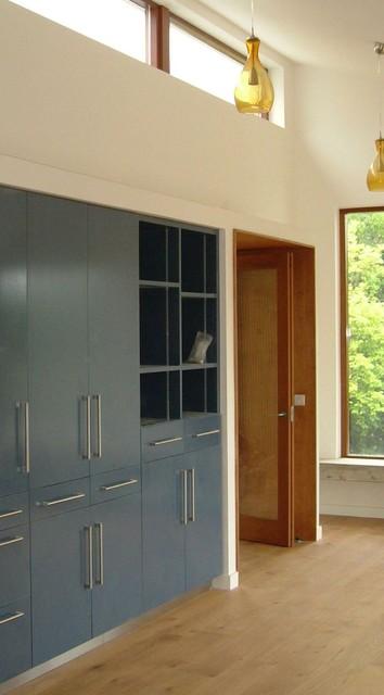 Furniture contemporary-closet