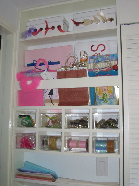 Gift Wrap Built-in modern closet
