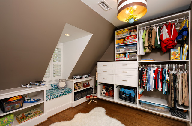 contemporary closet by Harry Braswell Inc.