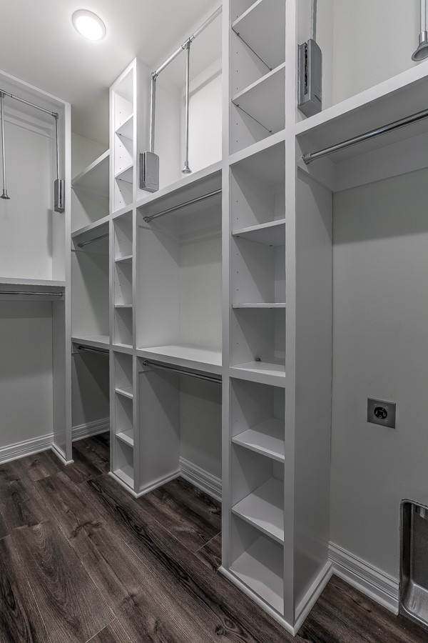 Example of a classic closet design in Omaha