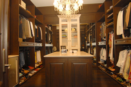 Her Closet traditional closet