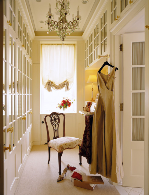 Her Dressing Room traditional closet
