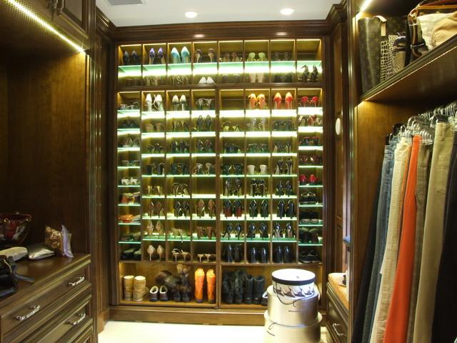 Hinckley traditional-closet