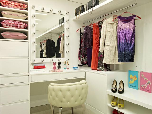 House of Joy contemporary-closet