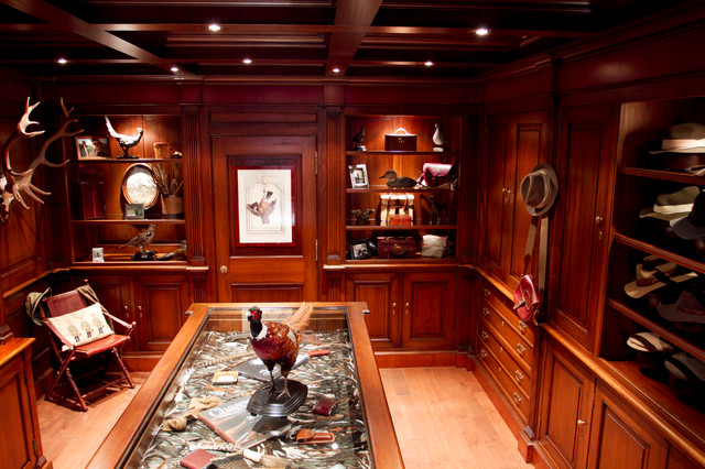 hunting room chambre de chasse traditional closet