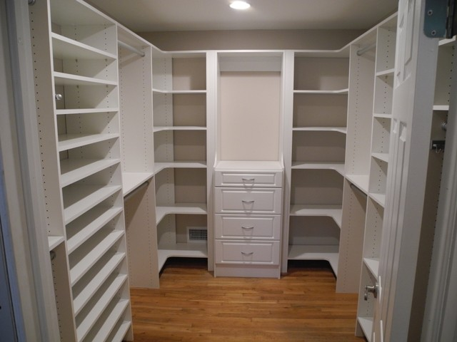 Jackson Walk Closet Monolithic Look Traditional