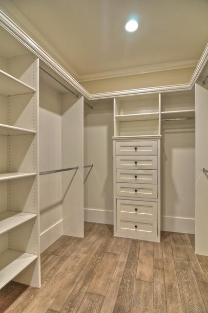 Kewamee traditional-closet