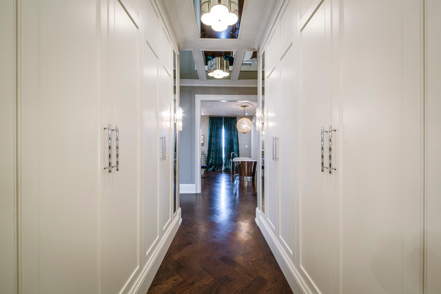 Inspiration for a mid-sized modern gender-neutral medium tone wood floor dressing room remodel in Toronto with beaded inset cabinets and white cabinets