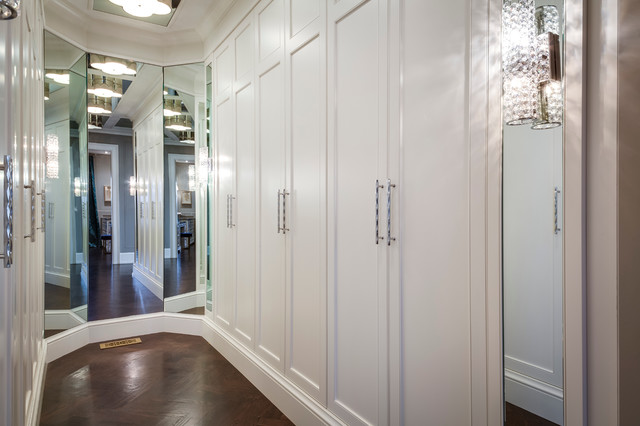 Example of a mid-sized minimalist gender-neutral medium tone wood floor dressing room design in Toronto with beaded inset cabinets and white cabinets