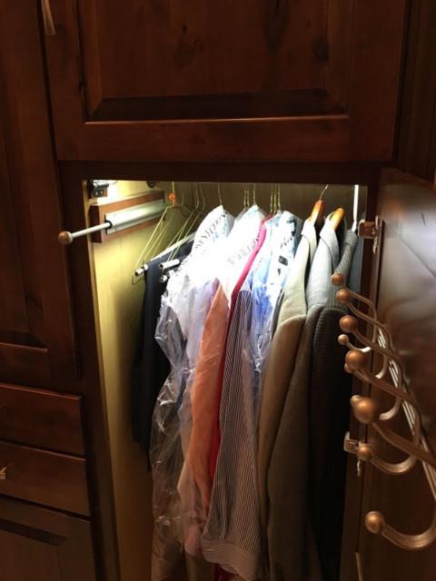 Kraftmaid closet traditional closet louisville by for Kraftmaid closet systems
