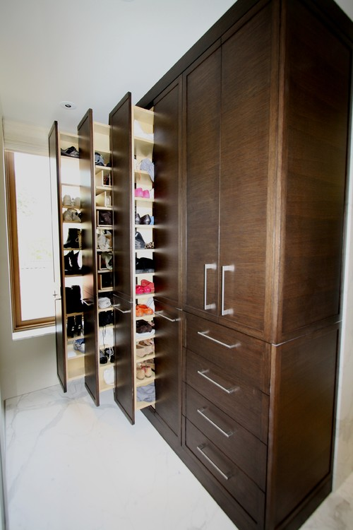 What kind of drawer slides are used for the tall shoe cabinet?