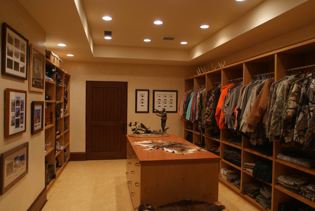 Game Room traditional closet