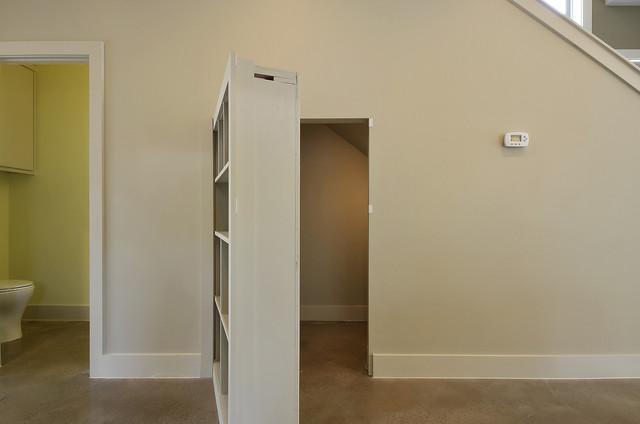 Live Oak modern-closet