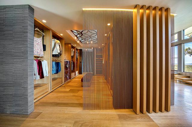 luxe lodge master dressing room contemporain armoire et dressing los angeles par. Black Bedroom Furniture Sets. Home Design Ideas