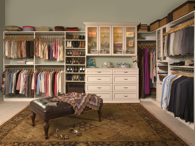 Luxurious Womenu0027s Walk In Traditional Closet